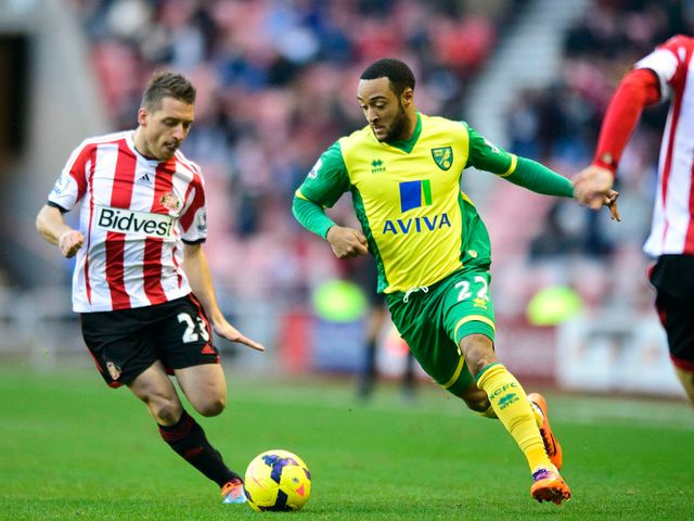 Emauele Giaccherini and Nathan Redmond battle for the ball