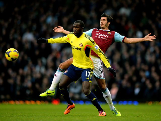 Jozy Altidore holds off James Tomkins