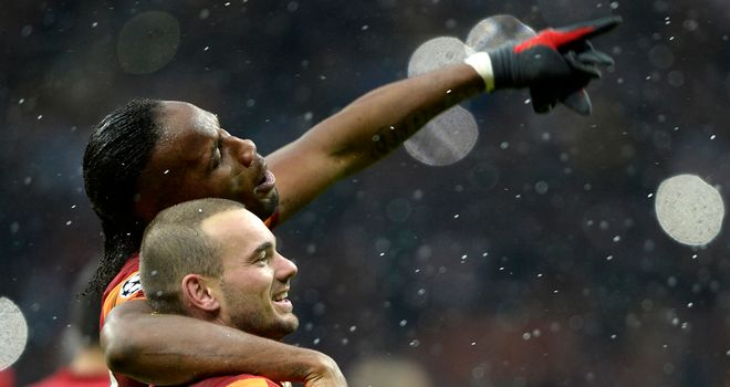 Wesley Sneijder: Celebrates with Didier Drogba