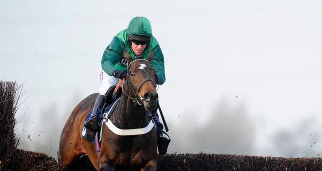 Une Artiste on her way to a cosy victory at Huntingdon