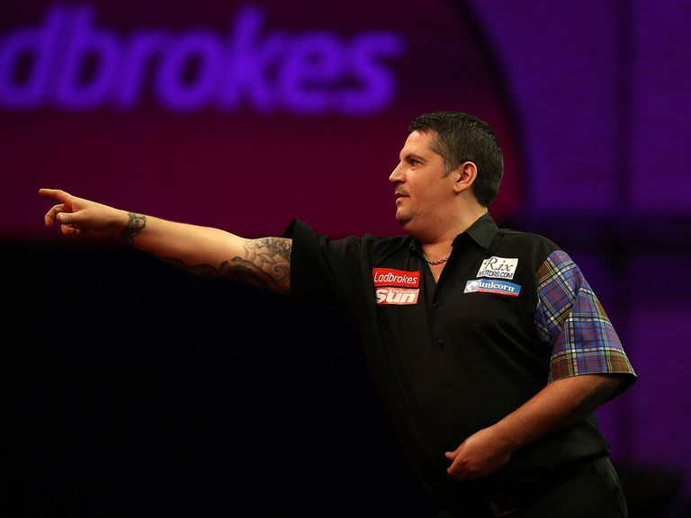 Gary Anderson saw off the challenge of Mark Dudbridge