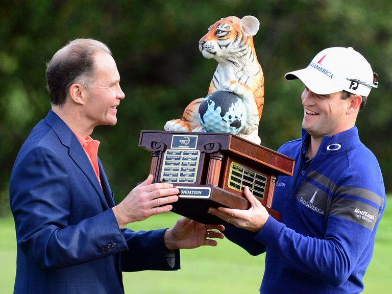 Zach Johnson receives his trophy.