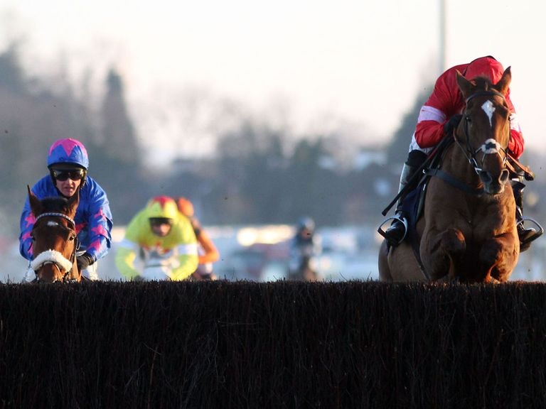 Cue Card succumbs to Silviniaco Conti at Kempton