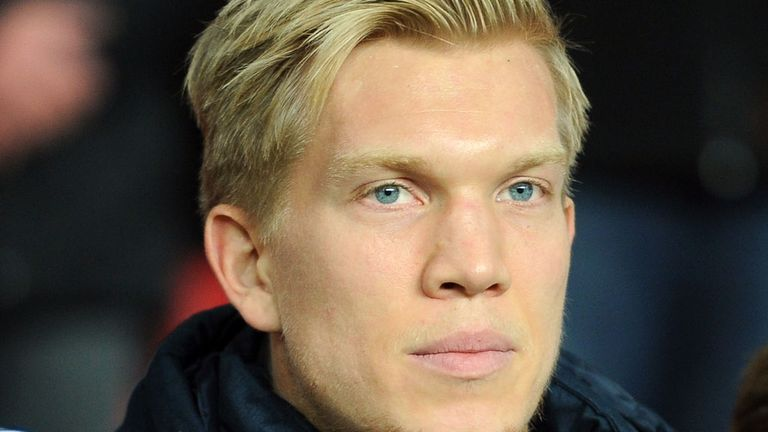 Simon Makienok: Linked with English move