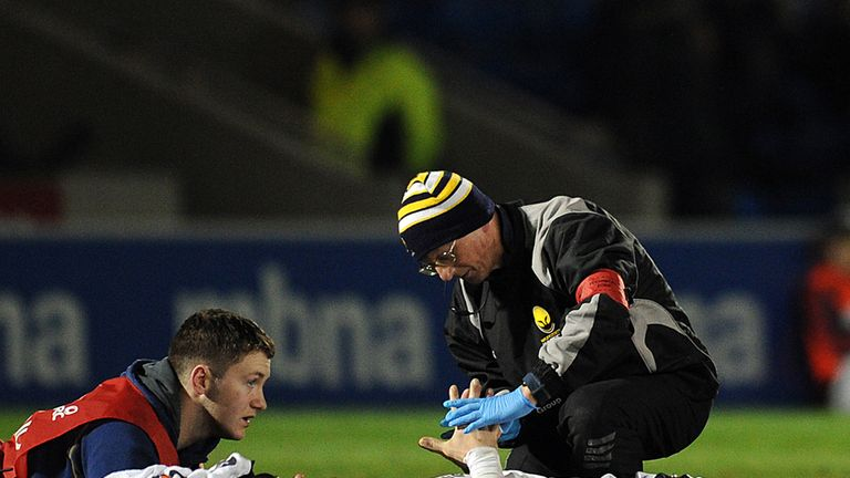 Paul Warwick: Worcester fly-half receives treatment on the pitch