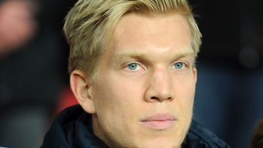Simon Makienok: Wanted in England