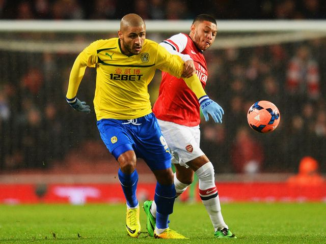 Alex Oxlade-Chamberlain gets hold of Leon Clarke