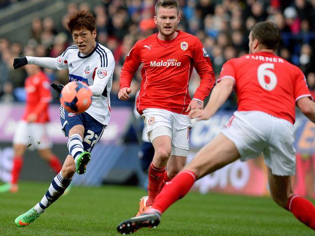 Chung-Yong Lee shoots at goal