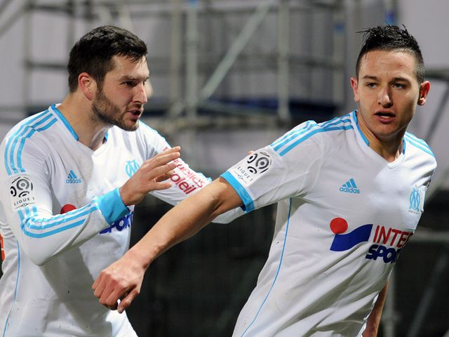 Marseille's Florian Thauvin is congratulated after scoring