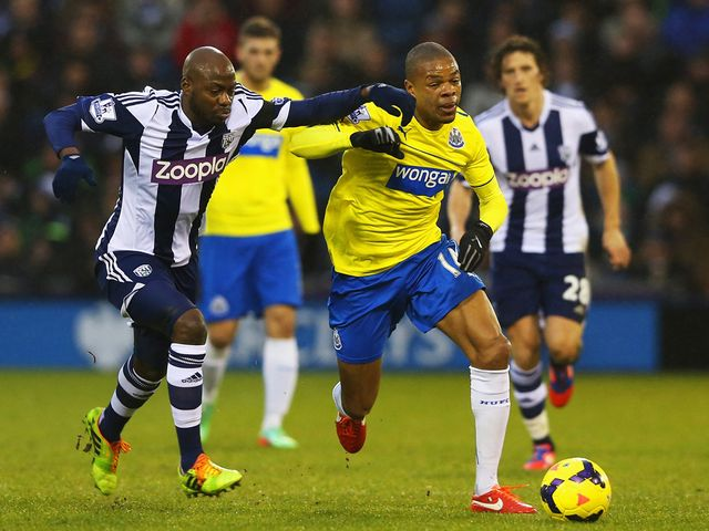 Loic Remy is put under pressure by Youssouf Mulumbu