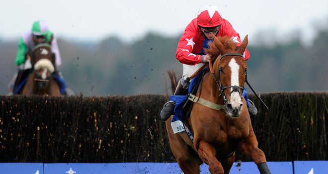 Hidden Cyclone (l) gives forlorn chase to Sire De Grugy