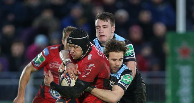 Toulon's Matt Giteau is tackled by Ruaridh Jackson and Stuart Hogg
