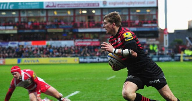 David Strettle races in for a try for Saracens