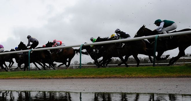 Lingfield: Apprentice injured in fall