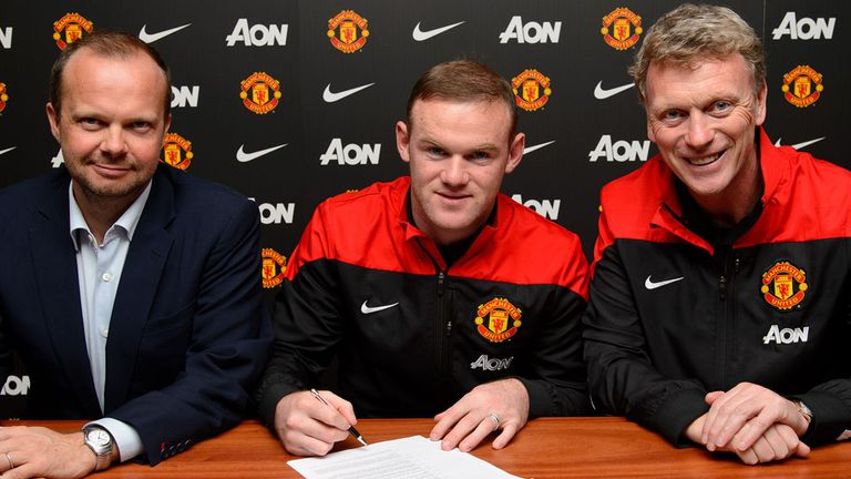 Wayne Rooney poses with David Moyes and Executive Vice-Chairman Ed Woodward