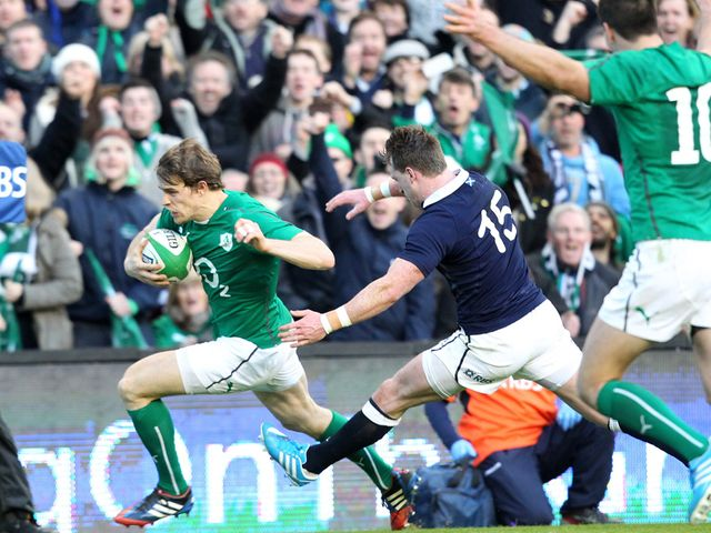 Andrew Trimble goes in for Ireland's opening try