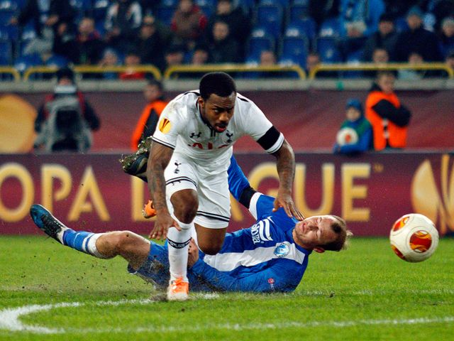 Danny Rose challenges for the ball against Roman Zozulya