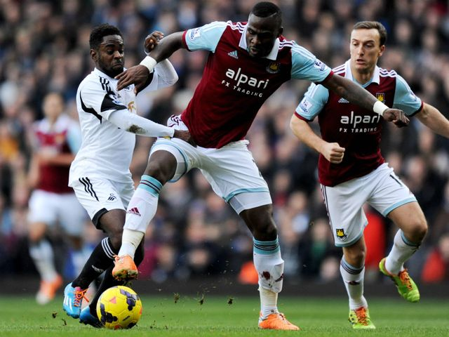 Nathan Dyer of Swansea City battles with Guy Demel