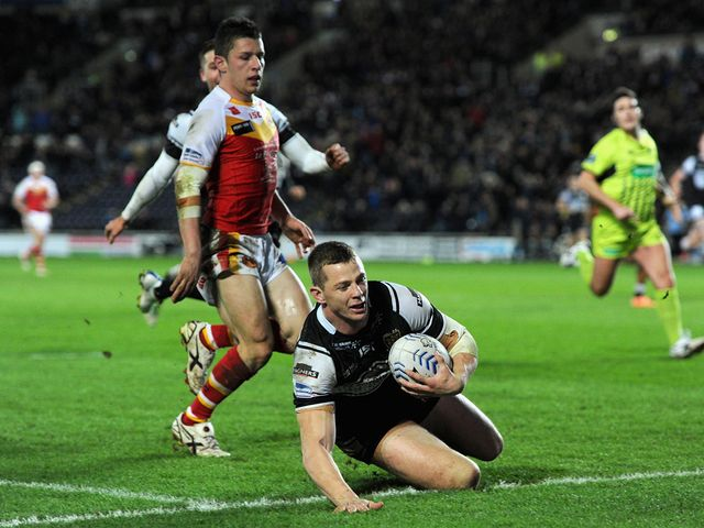 Richard Horne goes in for a Hull FC try