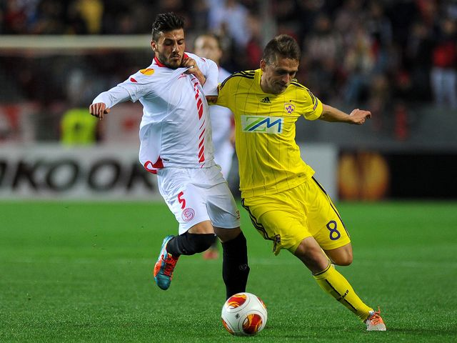 Diogo Figueiras vies for the ball with Dejan Mezga