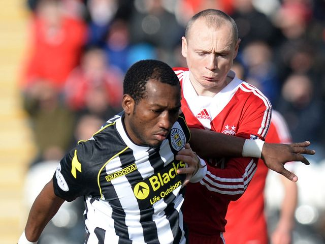 Eric Djemba Djemba (l) battles with Willo Flood