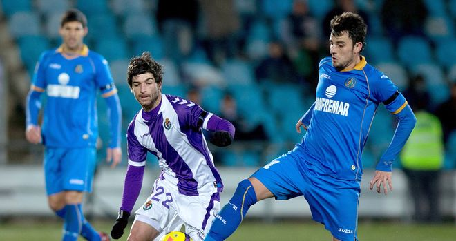 Michel of Getafe (right) competes for the ball