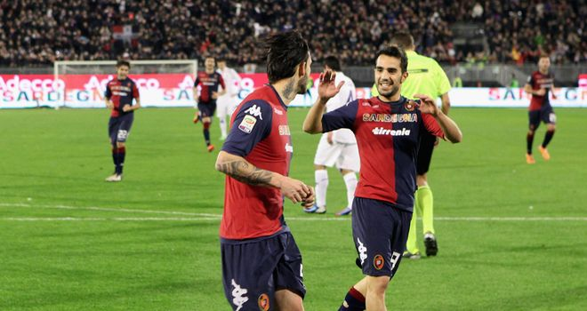 Mauricio Pinilla celebrates his goal for Cagliari