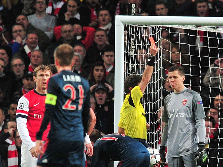 Wojciech Szczesny is sent off against Bayern Munich