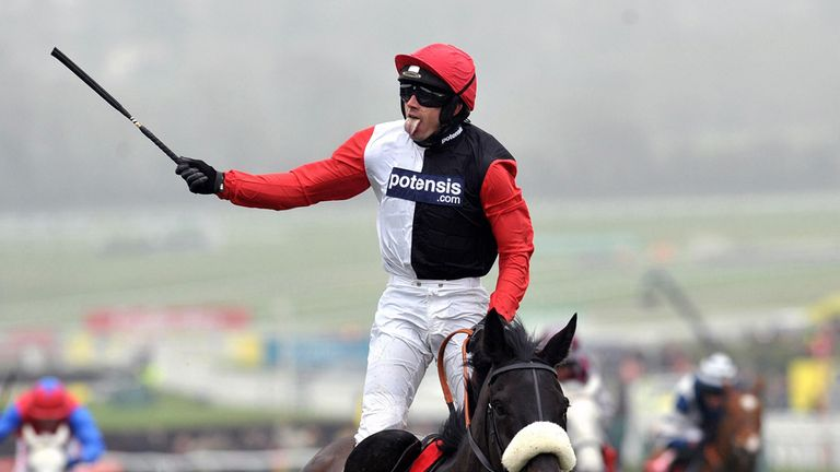 Big Buck's wins the Ladbrokes World Hurdle in 2012