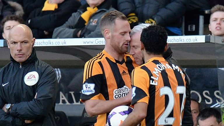 Newcastle manager Alan Pardew clashes with Hull City's David Meyler