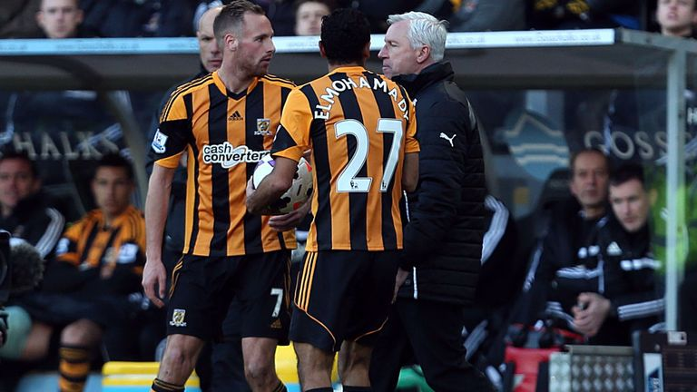 Alan Pardew clashed with David Meyler at the KC Stadium on Saturday