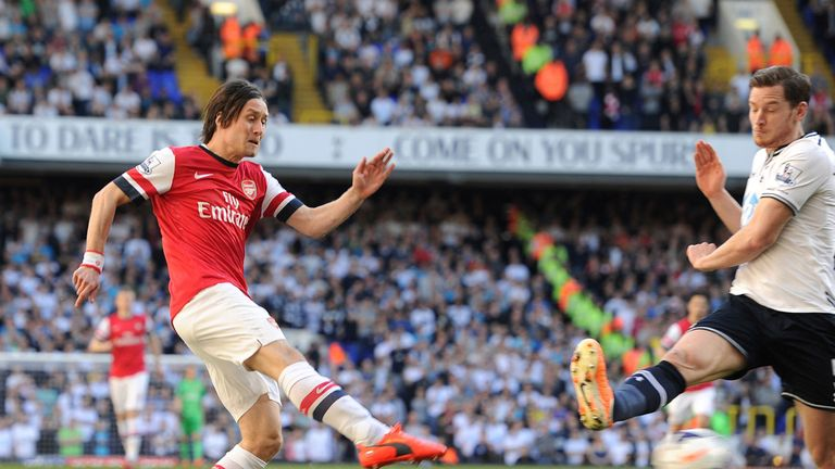 Tomas Rosicky puts Arsenal ahead against Tottenham
