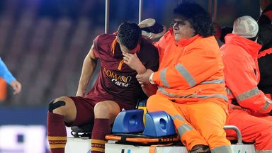 Kevin Strootman: Surgery after suffering a knee injury