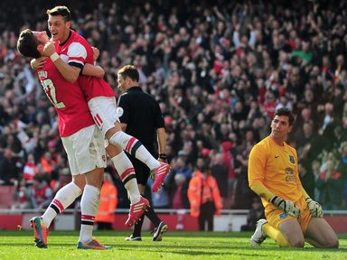 Olivier Giroud and Mesut Ozil celebrate for Arsenal