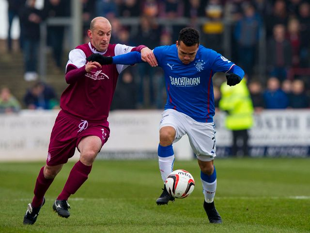 Paul Sheerin grapples with Arnold Peralta