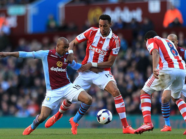 Fabian Delph and Steven Nzonzi battle for the ball
