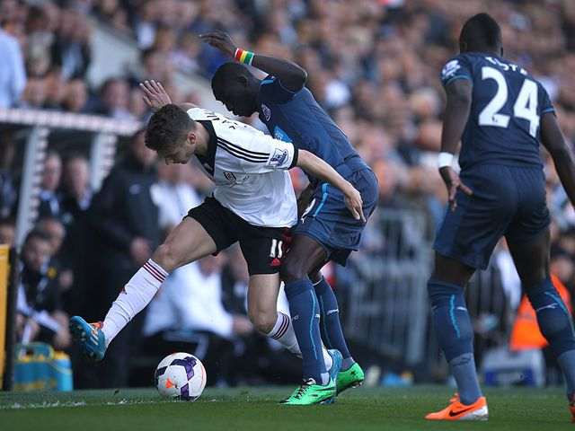 Alex Kacaniklic and Papiss Cisse battle for the ball