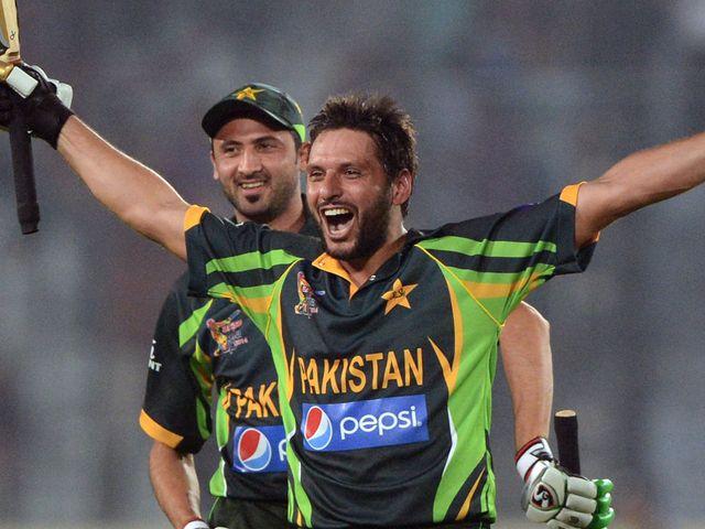 Shahid Afridi celebrates Pakistan's victory