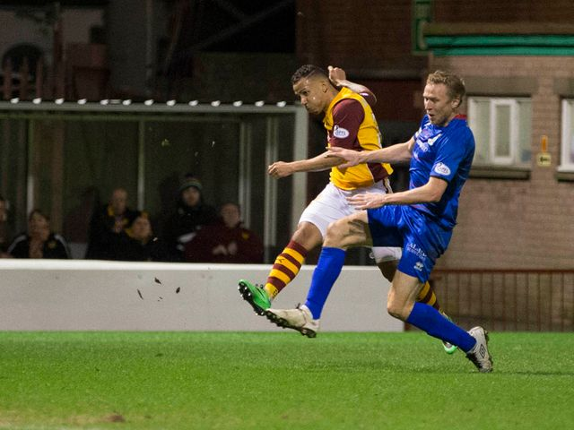 Lionel Ainsworth scores Motherwell's first goal