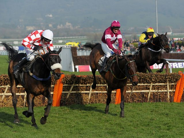Very Wood (centre) jumps to victory under Paul Carberry