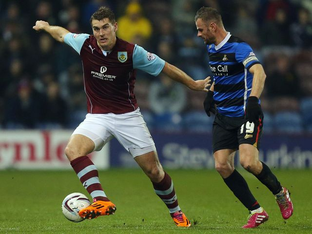 Burnley's Sam Vokes (l) holds off Doncaster's Richie Wellens