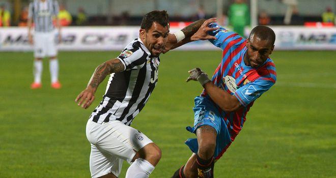 http://e2.365dm.com/14/03/660x350/Catania-v-Juventus-Carlos-Tevez-L-vies-with-C_3106513.jpg?20140323214233
