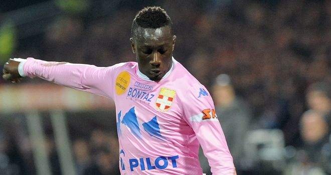 Evian's French defender Youssouf Sabaly