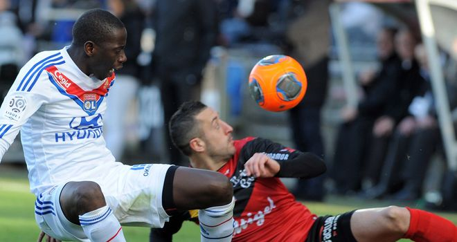 Mouhamadou Dabo (l): Saw red for Lyon