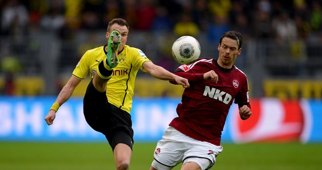 Kevin Grosskreutz and Markus Feulner tussle for the ball
