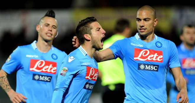 Dries Mertens celebrates his goal