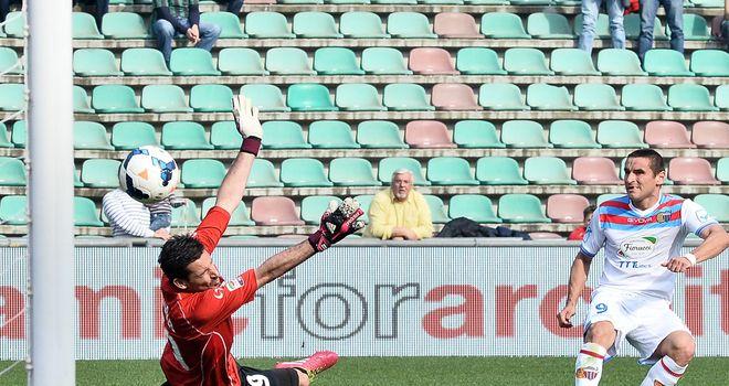 Gonzalo Bergessio scores