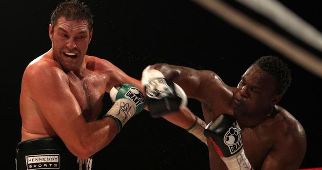 Tyson Fury (L) beat Dereck Chisora in their first fight in 2011