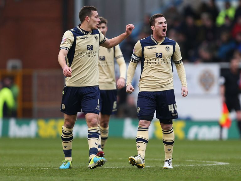Ross McCormack of Leeds celebrates