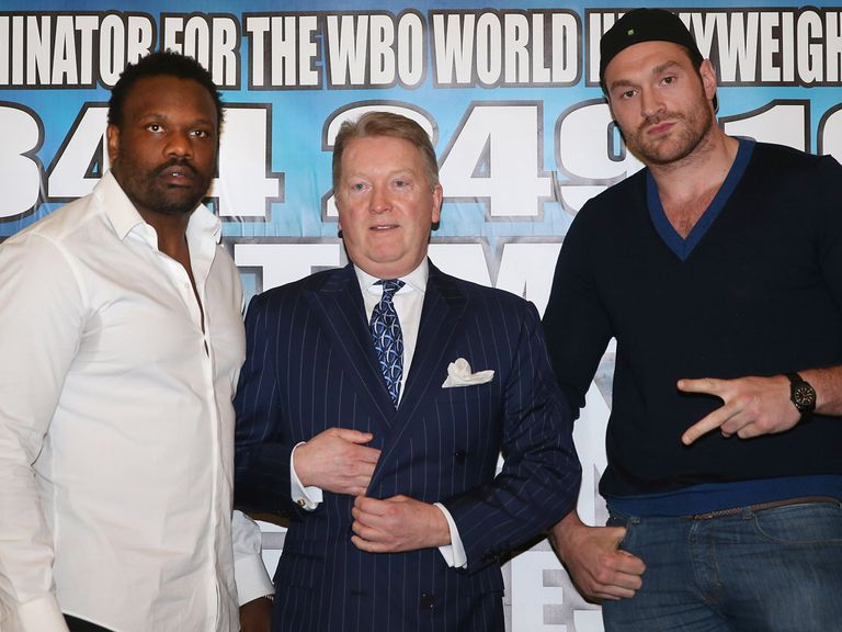 Chisora (l) and Fury (r) pose with promoter Frank Warren